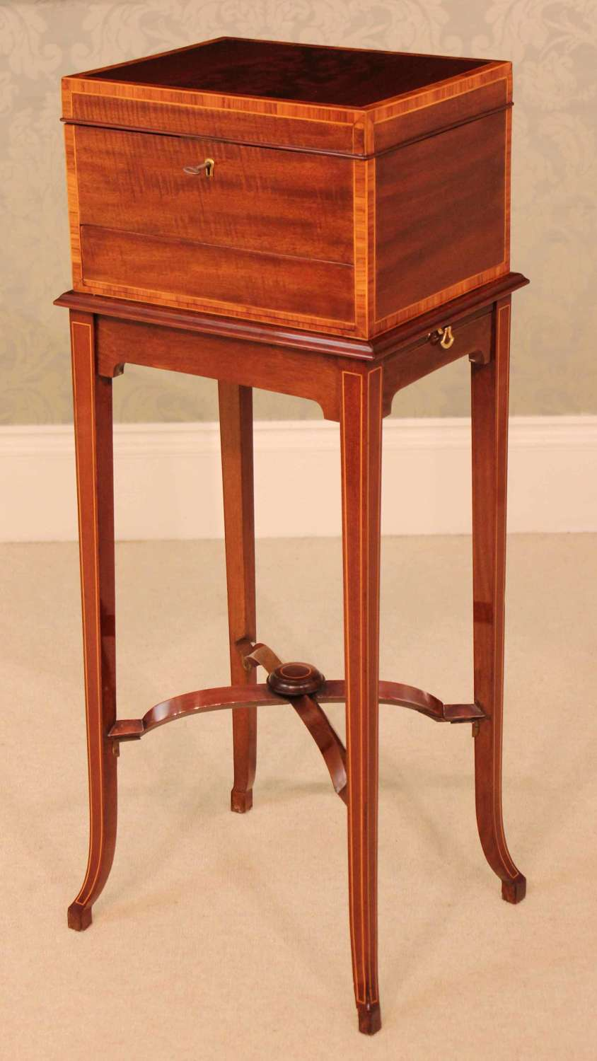 Maple and Co. Kingswood Cross-banded Edwardian Mahogany Vanity Box